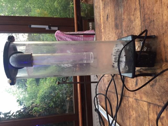 Filtre fluidisé avec pompe